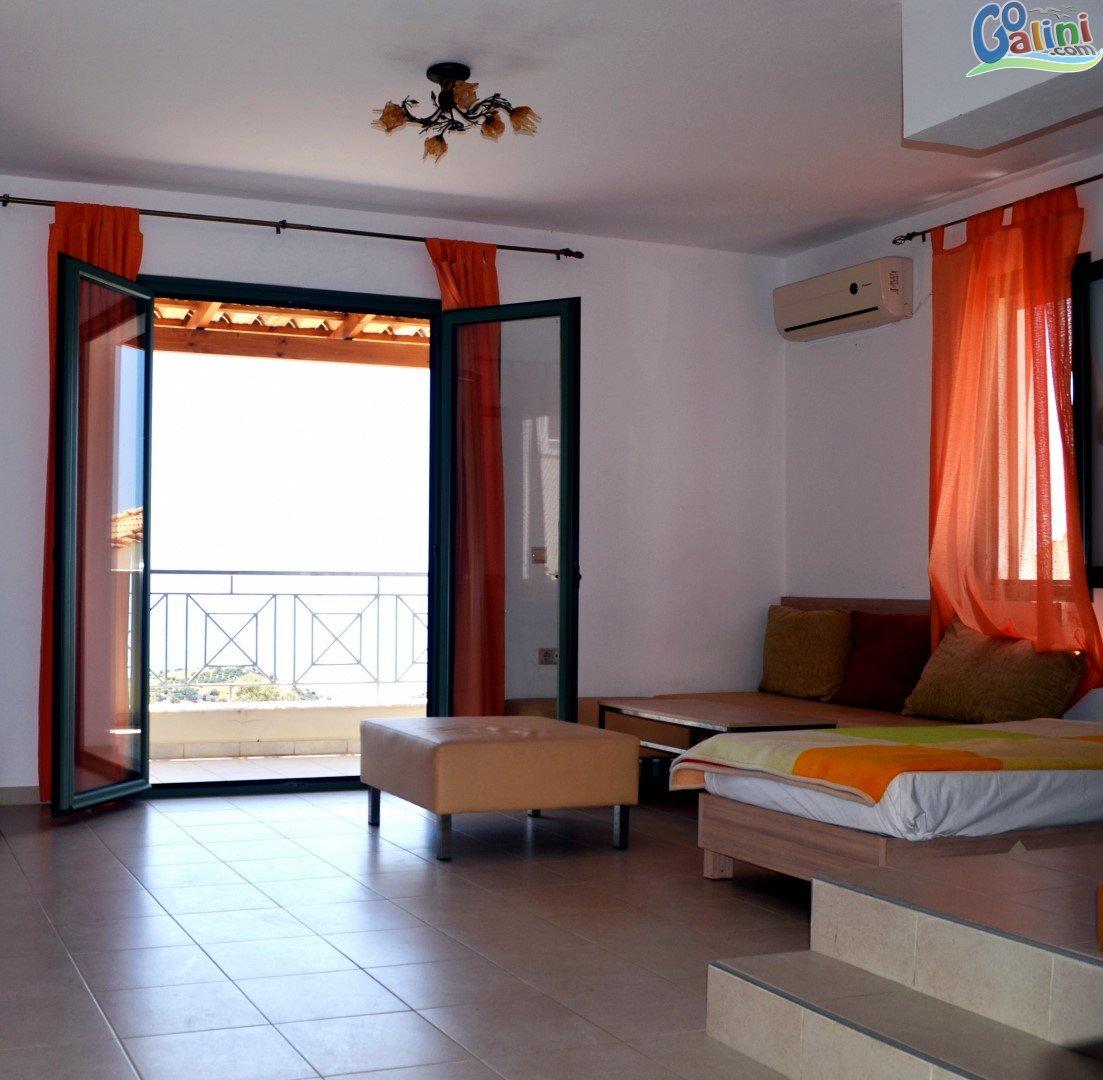English Village Apartments: Harakas Apartments